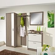 Garderobe in Braun und Weiss